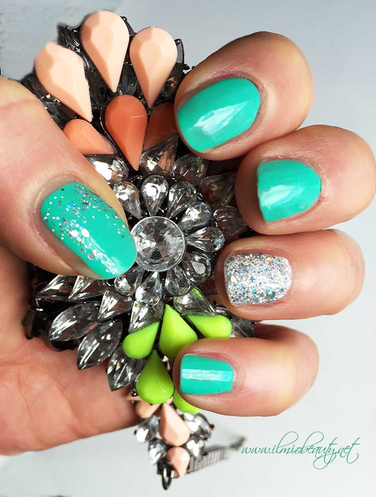 manicure-verde-menta-e-glitter
